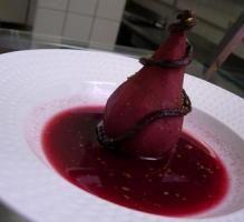 Recette - Poire pochée au vin et sa sauce effervescente - Proposée par 750 grammes