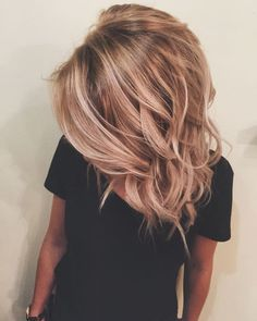 Hair hair styles hair color hair cuts hair color ideas for brunettes hair color ideas Blond Rose, Strawberry Blonde Hair Color, Blonde Rose Gold Hair, Rose Gold Balayage, Strawberry Hair, Blue Hair, Hair Color And Cut, 2 Tone Hair Color, Hair Color 2018