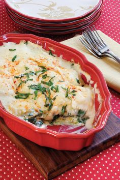 Spinach-Ravioli Lasagna - 11 Meatless Casseroles - Southernliving. This top-rated spinach-ravioli lasagna uses convenience items, like store-bought pesto sauce, jarred Alfredo sauce, and frozen cheese-filled ravioli, to deliver a delicious main dish with little time and effort on your part.  Recipe:Spinach-Ravioli Lasagna