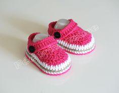 chaussons bébé type crocs fait main,couleur fuchsia, une paire de barrettes (beige foncée) offerte *Taille: estimé pour 0-3 mois *chaussons fabriqués à la demande, veuille - 14961417