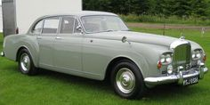 Flying Spur Four-door Saloon by H.J. Mulliner