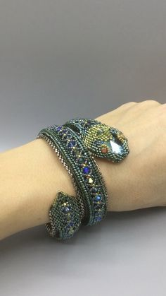Beading Tutorials Patterns by Ezartesa. Green Serpent Wrap Bracelet I can't wait to share this stunning …Feel free to change up the colors to make Seed Bead Tutorials, Free Beading Tutorials, Beading Patterns Free, Free Seed Bead Patterns, Bracelet Crochet, Beaded Bracelet Patterns, Bead Embroidered Bracelet, Beaded Bracelets Tutorial, Bead Embroidery Jewelry