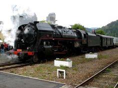 J'ai connu les locomotives à vapeur… Il faut dire que mon grand-père paternel était mécanicien (il conduisait des locomotives à vapeur avec un chauffeur - celui qui alimentait en charbon). Et par, par la suite, j'ai joué dans un endroit où il restait 2 locomotives à l'abandon derrière le dépot.