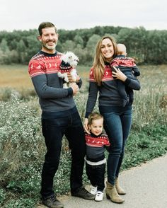 Matching aspen ski sweater, perfect for holiday family photos. #twin #mountain Ski Sweater, Holiday Sweater, Dog Sweaters, Sweater Weather, Twin Outfits, Matching Family Outfits, Aspen Ski, Hot Toddy, Skiers
