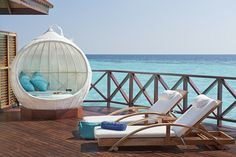 I would love to be laying there right now with a big hat on!!