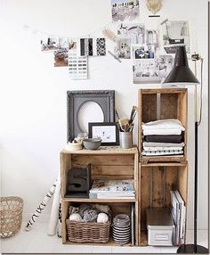 Decorate with wooden boxes - Interior and exterior decoration - Decor Scan : The new way of thinking about your home and interior design Decoracion Low Cost, Crate Shelves, Crate Storage, Storage Ideas, Office Storage, Diy Storage, Diy Shelving, Fabric Storage, Wall Storage