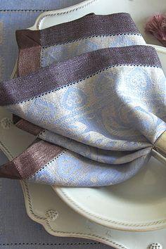 #LinenWay #Linen #Napkin #Blue napkin #DinnerNapkin #Patterned napkin #Hemstitch #Brown border