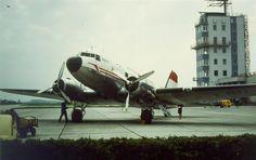 1955-1976, als der zivile Flugverkehr noch auf der militärischen Seite des Flughafen abgefertigt wurde..... Im Bild eine #DC3