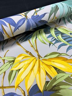 Tropic like it's hot 🌿 Bring a tropical feel to your home all year round, with our Grandeco Liane Tropical Jungle Leaf Wallpaper! - #iwwroom #trendingwallpaper #wallpapertrends #trendinginteriors #interiortrends #interiortrends2021 #boldinteriors #boldliving #boldstyle #homeinterioruk #homeprint
