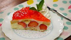V kuchyni jste začátečníkem, ale chcete se blýsknout před návštěvou, třeba před všetečnou tchyní? Tento snadný nepečený tvarohovo-pudinkový dortík s jahodami a želé všechny její připomínky smete ze stolu! Suroviny: 500 g polotučného tvarohu ve vaničce 2 vanilkové cukry 50 - 60 g moučkového cukru nebo dle potřeby 1 … French Toast, Strawberry, Pudding, Treats, Fruit, Breakfast, Food, Sweet Like Candy, Morning Coffee