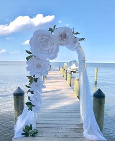 Informations About Rustic / White paper flowers backdrop / Paper Flower Backdrop / Giant Paper Flowe White Paper Flowers, Giant Paper Flowers, Large Flowers, Diy Flowers, Origami Flowers, Paper Flower Backdrop Wedding, Paper Flower Decor, Wedding Flowers, Wedding Paper