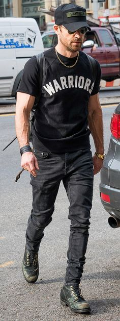 Justin Theroux shows off his bulging biceps in Soho on Monday.