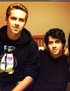 Munro and Thomas Chambers aka the best looking twins in Canada