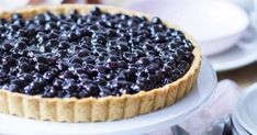 A delicious blueberry cake in a vanilla cream, what do you think? Light, tasty, gourmet to perfectio Chocolate Mousse Cake Filling, Chocolate Fruit Cake, Chocolate Art, Blueberry Pie Recipes, Cake Recipes, Shortbread, Desserts With Biscuits, Scones Ingredients, Dessert Aux Fruits