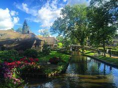 オランダは平地のため天気がころころと変わりやすい国です。そのかわりもこもことした雲もできやすく、春や夏には絵に描いたような青空が見られることも。青々とした木々に、空が映えてなんて綺麗なんでしょうか。