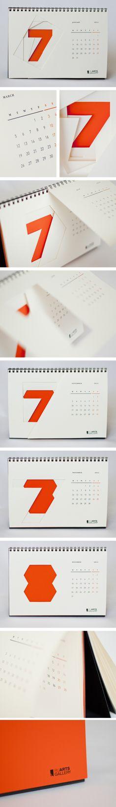 Un calendrier bien créatif! Une masse de couleur et quelques découpes!