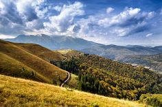 Munții Baiului fac parte din Carpații de Curbură, fiind situați în partea vestică a acestora. Ei ocupă o suprafață de circa 300 kmp, în cea mai mare măsură cuprinsă în bazinele superioare ale văilor Prahova și Doftana. În imediata lor vecinătate trec importante artere de comunicație (pe Prahova, Doftana), se află mari centre urbane (Brașov, Ploiești) și regiuni dens populate (Subcarpații Prahovei). Beautiful Places, Beautiful Pictures, Patras, Romania Travel, Awesome, Amazing, Vineyard, Clouds, Urban