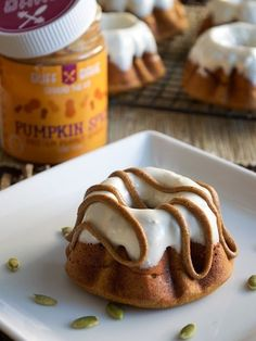 Includes ONE jar of Pumpkin Spice. Ingredients: 4 scoops vanilla protein powder 1/2 cup coconut palm sugar 2 tbsp pumpkin pie spice 1 tbsp cinnamon 1/2 tsp baking powder 1/4 cup almond flour 1/4 cup o