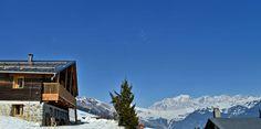 Le Chalet Nantailly en hiver. Un chalet à la montagne design, écologique et panoramique pour 15 personnes en Savoie. Mount Everest, Mountains, Easy, Travel, Design, Alps, Mont Blanc, Envy, Tourism