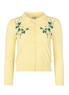 This 50s style floral embroidery cardigan is perfect for layering over a vintage dress. This yellow bee and daisy embroidered style also features a collar.