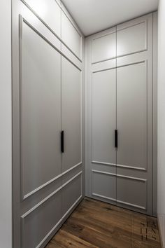 Wardrobe Door Designs, Wardrobe Doors, Built In Wardrobe, Diy Kitchen Decor, Interior Design Kitchen, Master Bedroom Closet, Cabinet Styles, Bathroom Styling, Luxurious Bedrooms