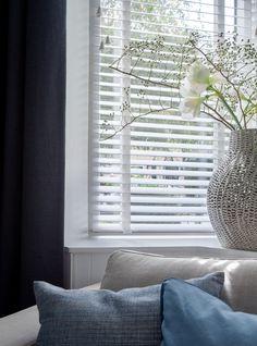 Nieuw landelijk - jaloezieen - raamdecoratie - vaas