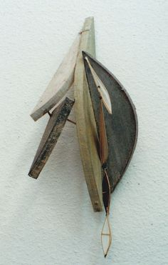 翼の記憶No34 Memory of Wings-No.34  Object: Washi paper, bamboo, wood  林孝彦 HAYASHI Takahiko 1995