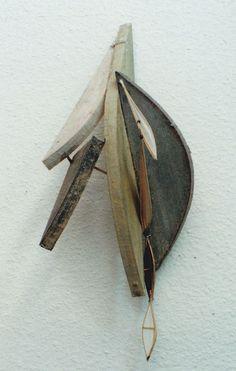 翼の記憶No34 Memory of Wings-No.34  Object: Washi paper, bamboo, wood  林孝彦 HAYASHI Takahiko 1995