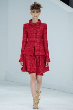 See the complete Chanel Fall 2014 Couture collection.