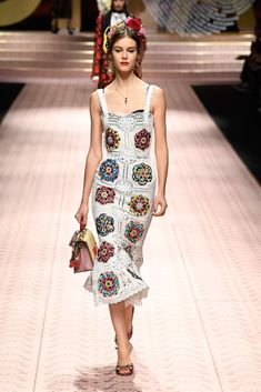 1099c210f28 Dolce   Gabbana Spring 2019 Ready-to-Wear Fashion Show Collection  See the  complete Dolce   Gabbana Spring 2019 Ready-to-Wear collection. Look 74