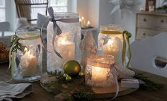Turning a plain glass jar into a work of art takes only a few craft materials and some creative DIY Christmas jar crafts ideas! Candle holders or gifts, the Diy Christmas Jar Crafts, Christmas Jars, Farmhouse Christmas Decor, Christmas Decorations, Table Decorations, Diy Decoration, Diy Projects Cans, Cool Diy Projects, Candle Jars