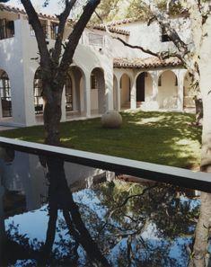 Ellegant Home Design: Calvin's Chic Miami Retreat Spanish Style Homes, Spanish House, Spanish Colonial, Spanish Revival, Miami Beach House, Miami Pool, Cabana, Miami Houses, Backyard Paradise