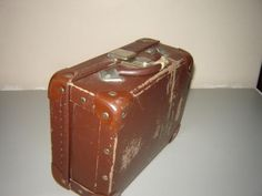 Brown school suitcase - I remember mine and am sure all of us school kids had them at the time! They were practical but hideous! 1980s Childhood, My Childhood Memories, Us School, Scotland Holidays, Art Of Manliness, R80, Those Were The Days, Good Old, Vintage Toys