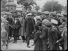 Michael Collins electioneering in Clonakilty, 1922 - gif Ireland 1916, Ireland Map, Michael Collins, Roisin Dubh, Irish Independence, Easter Rising, Old Irish, Irish Quotes, Al Capone