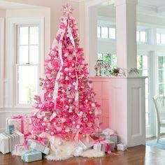 arvore de natal branca enfeitada com laços rosa