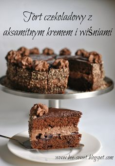 Bee Sweet: Chocolate cake with velvety mascarpone cream, with wild cherries Delicious Cake Recipes, Yummy Cakes, Sweet Recipes, Dessert Recipes, Poke Cakes, Lava Cakes, Fudge Cake, Brownie Cake, First Communion Cakes