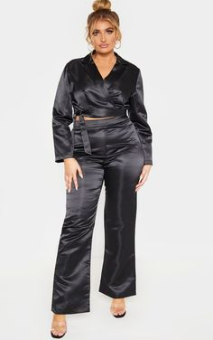 Nix those sequin dresses for a holiday plus size pant suit that will shut the party down. Create some stylish plus size holiday outfits with them. Holiday Suits, Holiday Party Outfit, Office Party Dress, Bardot Midi Dress, Black Wide Leg Trousers, Plus Size Brands, Flare Leg Pants, Cropped Blazer