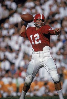 Alabama QB Joe Namath in action vs Tennessee
