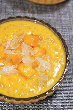 This is my favourite Chinese dessert - you can have summer anytime of the year! This is my favourite Chinese dessert - you can have summer anytime of the year! Mango Dessert Recipes, Asian Desserts, Summer Desserts, Sweet Desserts, Just Desserts, Delicious Desserts, Asian Snacks, Pudding Desserts, Chinese Deserts