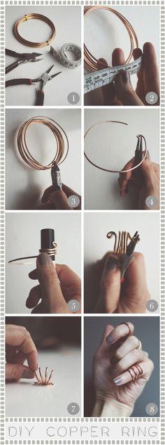 Jeg har tidligere lavet den type ring og enklere bliver det ikke. Der kan eventuelt trækkes en perle på som fæstnes med lidt lim.