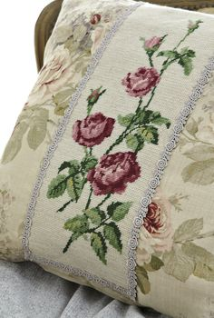 Décor idea: Tapestry cushion