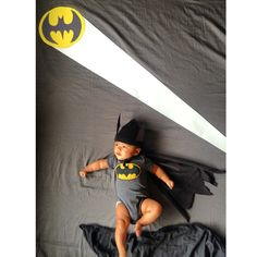 DIY photo shoots with baby boy, inspired by Adele Enersen Batman! DIY photo shoots with baby boy, … Monthly Baby Photos, Baby Boy Photos, Newborn Pictures, Baby Pictures, Batman Photoshoot, Photoshoot Ideas, 1 Month Old Baby, Foto Baby, Newborn Baby Photography