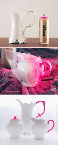 Restaurar e personalizar objetos é sempre uma boa pedida para quem está com pouco dinheiro. O toque de rosa mudou completamente a aparência da louça.