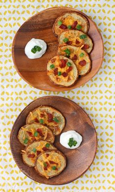 These Loaded Potato Rounds are everything you love about potato skins, lightened up! Great as an appetizer or side dish. Just 167 calories or 5 Weight Watchers SmartPoints per serving. www.emilybites.com