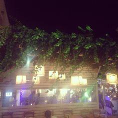 More #weddingdecor ideas in downtown #Mykonos #mykonostown #mediterranean #nautical #weddingdetails #weddinginspiration #weddingstyling #weddingideas #weddingplanning #lanterns #candles #islandwedding #weddingblog #weddingblogger #ivy