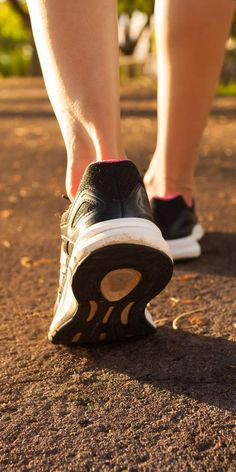 Can walking workouts actually get you healthier and slimmer? You better believe it. A trio of pros share how to use this simple workout to transform your body. Walking For Health, Walking Exercise, Walking Workouts, Walk For Life, Walk This Way, Keeping Healthy, How To Stay Healthy, Energy Fitness, Join A Gym