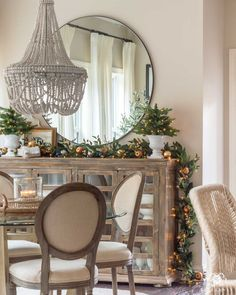 Easy Christmas Decor for the Breakfast Nook including greenery, garland, a simple candle, and mini Christmas trees. Mini Christmas Tree, Simple Christmas, Christmas Home, Christmas Design, Tartan Christmas, Christmas 2019, Christmas Crafts, Home Decor Bedroom, Living Room Decor