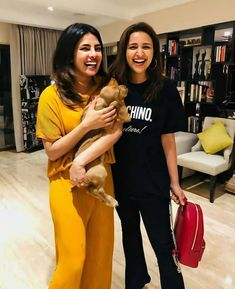 and share a laugh in this picture. Happy Faces, Parineeti Chopra, China, Cute Girl Photo, Bollywood Actress, Girl Photos, Cute Girls, Actresses, Actors
