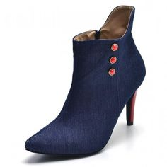2be2fe72a5 Descrição Detalhes sobre o produto Bota Cano Curto Bico Fino. Confeccionado  em Tecido Jeans Azul