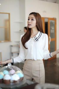 White Long-sleeve Exquisite Shirt with Wavy Applique Winged-collar